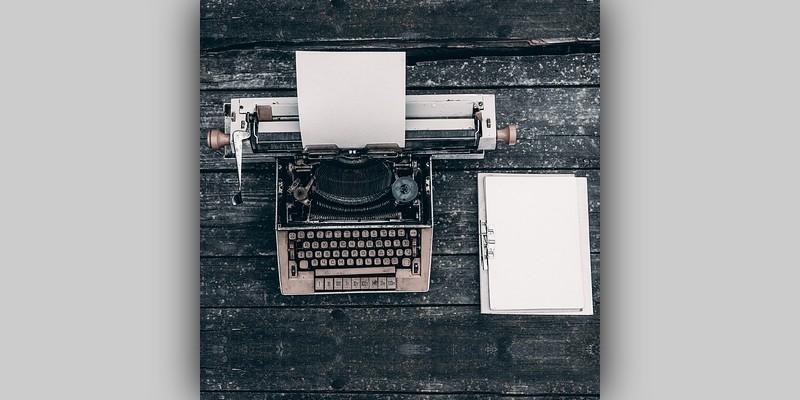 Maszyna dopisania leżąca nabiurku